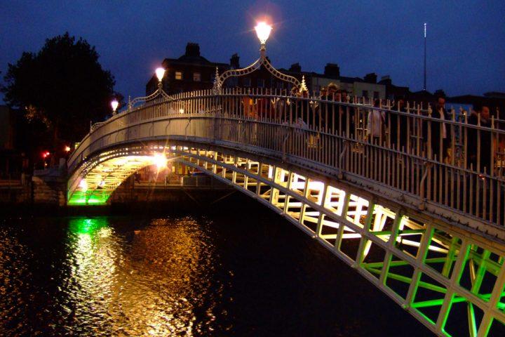 ha-penny-bridge-dublin-1213872
